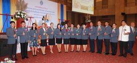 """ท่าน ผอ.สุภาภรณ์ มาอุ้ย เข้ารับโล่ห์รางวัล """"ผู้บริหารที่มีผลงานดีเด่นด้านพัฒนาคุณภาพการศึกษา"""" จากสมาคมผู้บริหารสถานศึกษาองค์การบริหารส่วนจังหวัดแห่งประเทศไทย"""